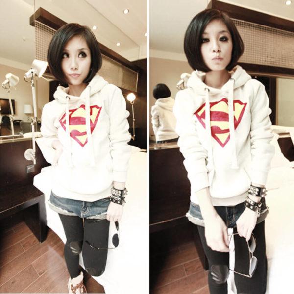 На картинке толстовка Супермен женская (Superman) (3 цвета), вид спереди, цвет белый.