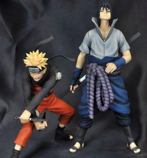 На картинке фигурка Наруто и Саске (Наруто), вид спереди.