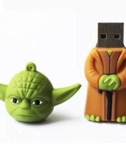 На картинке флешка Йода из Звездных Войн (Star Wars), общий вид.