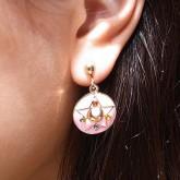 На картинке серьги Сейлор мун (Sailor moon), общий вид.