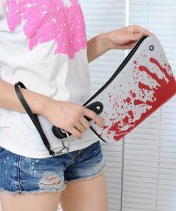 На картинке сумка-клатч Топор, общий вид.