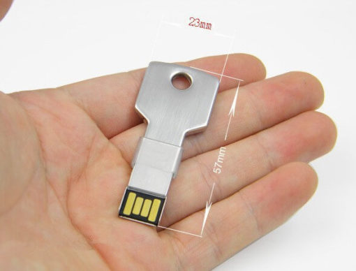 На картинке флешка в форме ключа (7 цветов), цвет серебряный.