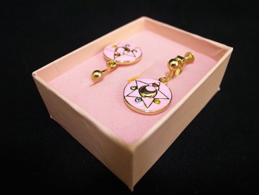 На картинке серьги Сейлор мун (Sailor moon), в упаковке.