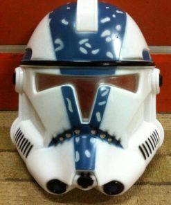 На картинке маска Штурмовика (Клона) из Star Wars (Звездные войны), вид спереди.