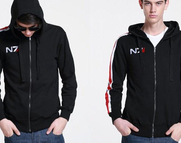 На картинке толстовка n7 из Mass effect 3 (2 варианта) Масс эффект, вид спереди, цвет черный.