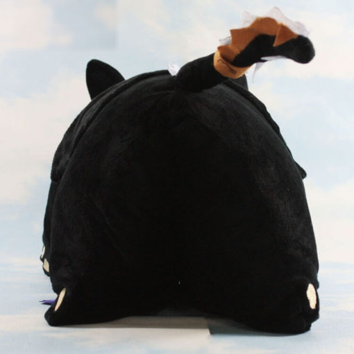 На картинке необычная подушка Беззубик (Как приручить дракона), вид сзади.