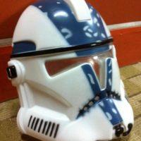 На картинке маска Штурмовика (Клона) из Star Wars (Звездные войны), общий вид.