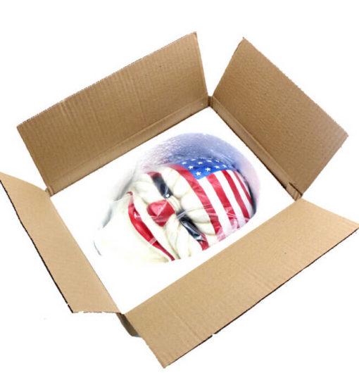 На картинке маска Далласа (Dallas) из Payday, вид в коробке.