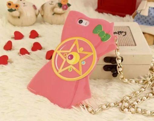 На картинке чехол на Айфон (для Iphone 4, 4S, 5, 5S) Сейлормун, вид спереди, вариант Розовый.