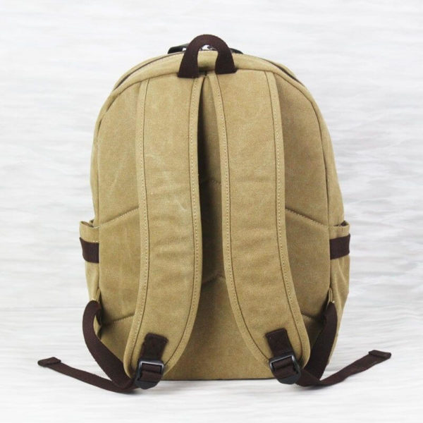 На картинке рюкзак «Токийский гуль», вид сзади.