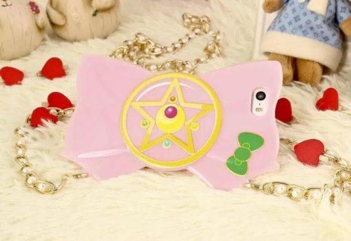 На картинке чехол на Айфон (для Iphone 4, 4S, 5, 5S) Сейлормун, вид спереди, вариант Бледно-розовый.