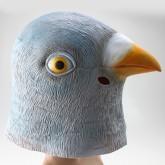 На картинке маска голубя, вид сбоку.