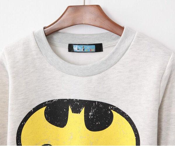 На картинке толстовка Бэтмен женская (2 варианта), детали, цвет белый.