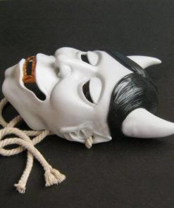 На картинке японская маска демона Хання (Кабуки), общий вид.
