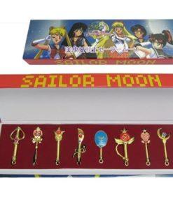 На картинке набор кулонов Сейлормун (8 предметов).
