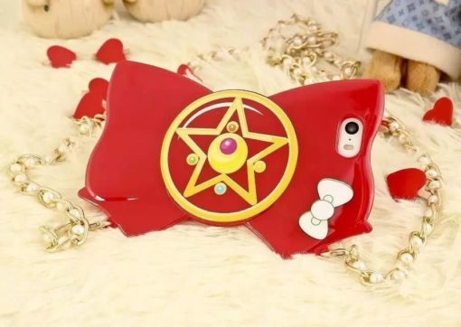 На картинке чехол на Айфон (для Iphone 4, 4S, 5, 5S) Сейлормун, вид спереди, вариант Красный.