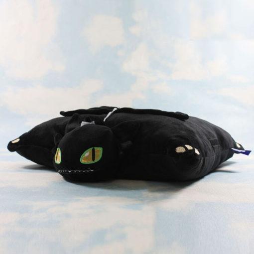 На картинке необычная подушка Беззубик (Как приручить дракона), общий вид.