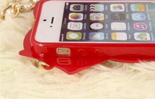 На картинке чехол на Айфон (для Iphone 4, 4S, 5, 5S) c цепочкой из Сейлормун, детали, цвет красный.