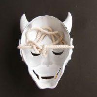 На картинке японская маска демона Хання (Кабуки), вид сзади.