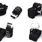 На картинке флешка в виде фотоаппарата Nikon.