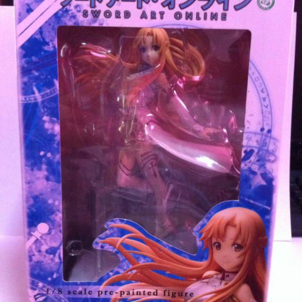 На картинке фигурка Асуна Sword Art Online (SAO), вид в упаковке.