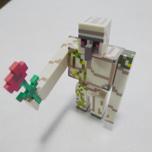 На картинке фигурка Оверлорда из Майнкрафт (Minecraft Overworld), общий вид.