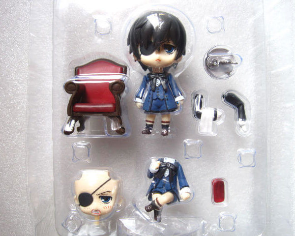 На картинке фигурка нендроид Сиэль Фантомхайв Темный дворецкий (Kuroshitsuji), вид спереди в упаковке.