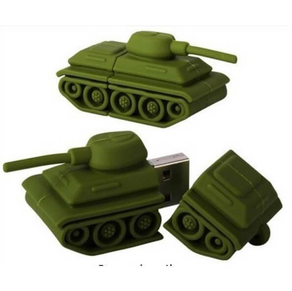 На картинке флешка в виде танка.