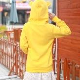 На картинке толстовка медведь с ушками (ушами) на капюшоне (4 цвета), вид сзади, цвет желтый.