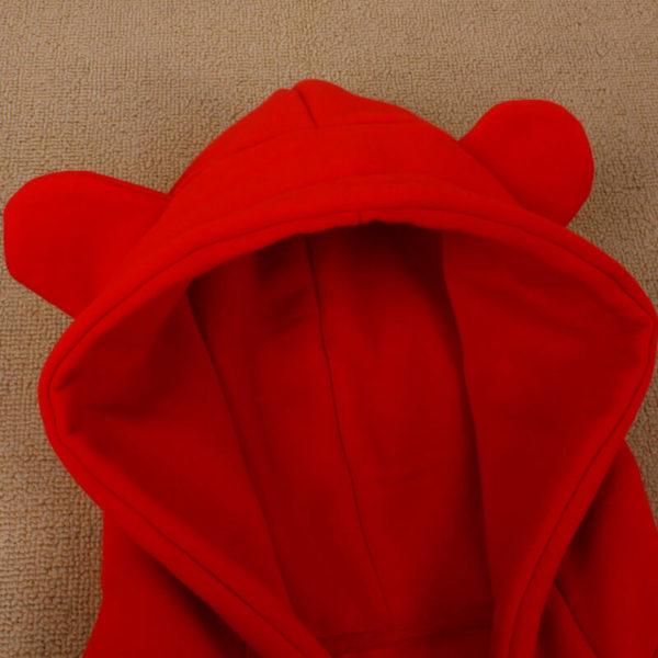 На картинке толстовка медведь с ушками (ушами) на капюшоне (4 цвета), детали, цвет красный.