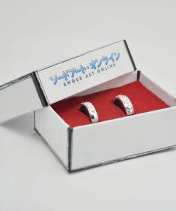 На картинке парные кольца для влюбленных Sword Art Online, общий вид в коробке.