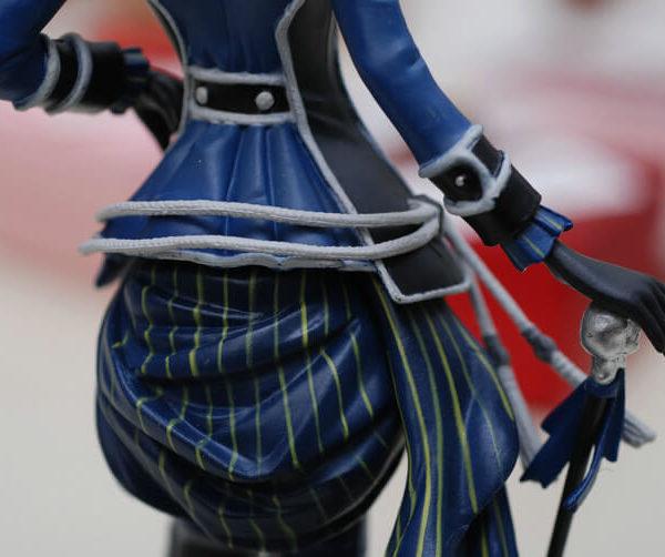 На картинке фигурка Сиэль Фантомхайв Темный дворецкий (Kuroshitsuji), детали.