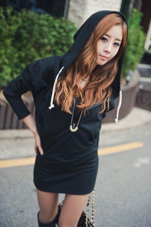 На картинке толстовка-платье с крыльями на спине (2 варианта), вид спереди, цвет черный.