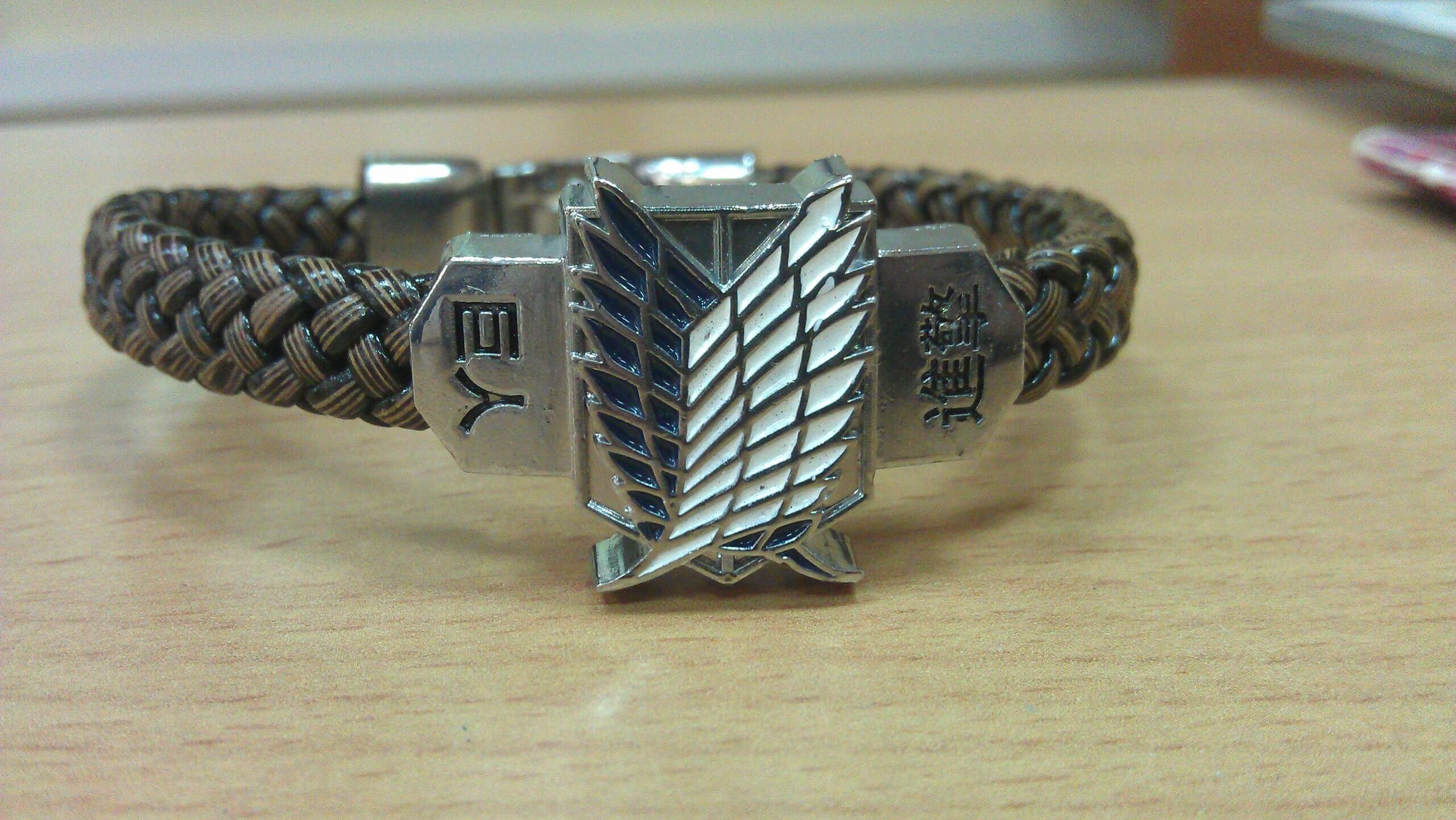 Атака титанов браслет