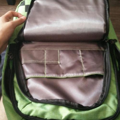 На картинке школьный рюкзак Майнкрафт Крипер (Minecraft Creeper), вид внутри.