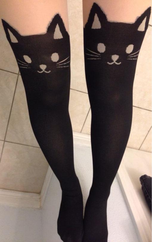 На картинке колготки с кошками (4 варианта), крупный план.