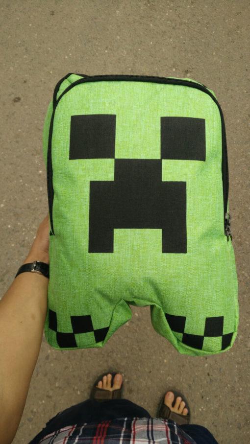 На картинке школьный рюкзак Майнкрафт Крипер (Minecraft Creeper), вид спереди.