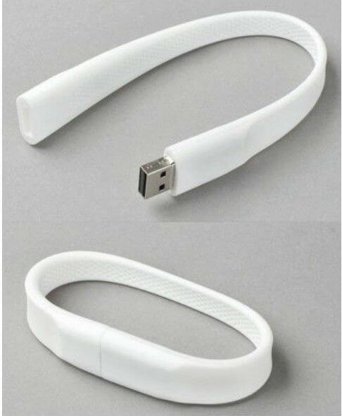 На картинке Usb-флешка в виде силиконового браслета на руку, общий вид.
