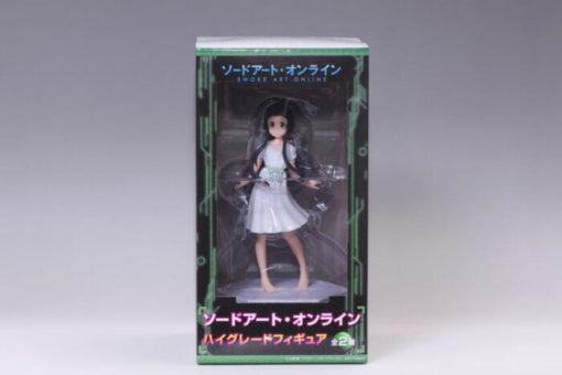 На картинке фигурка Юи Sword Art Online, вид спереди в упаковке.