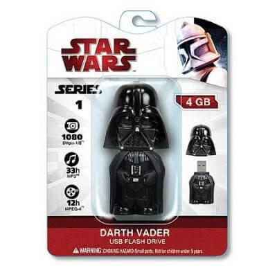 На картинке флешка Дарт Вейдер из Звездных Войн (Star Wars), вид спереди в упаковке.
