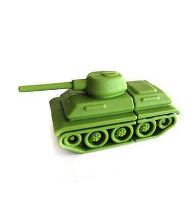 На картинке флешка в виде танка, общий вид.