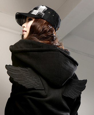 На картинке толстовка с крыльями (2 варианта), вид сзади, цвет черный.