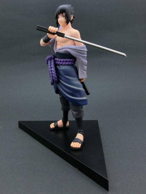 На картинке фигурка Саске (Наруто), общий вид.