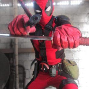 На картинке маска Deadpool (Дедпула), общий вид.