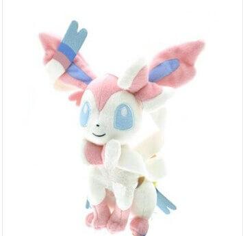 На картинке мягкая игрушка покемон Сильвеон (Покемон), общий вид.