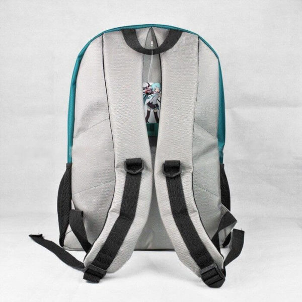 На картинке рюкзак Хатсуне Мику (Vocaloid), вид сзади.