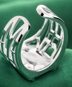 На картинке кольцо Атака титанов (серебро 925 пробы), вид сзади.