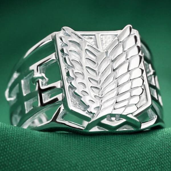 На картинке кольцо Атака титанов (серебро 925 пробы), вид спереди.