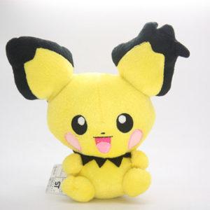 на картинке мягкая игрушка покемон Пичу (Покемон), вид спереди.
