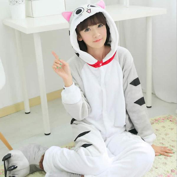 На картинке пижама-кигуруми «котенок Чии (Чи)», вид спереди.